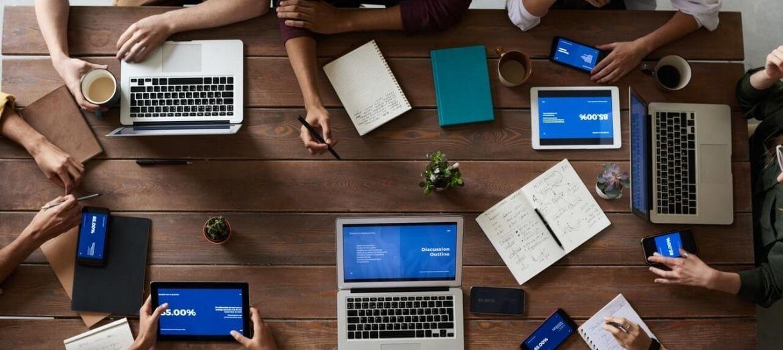computer sul tavolo